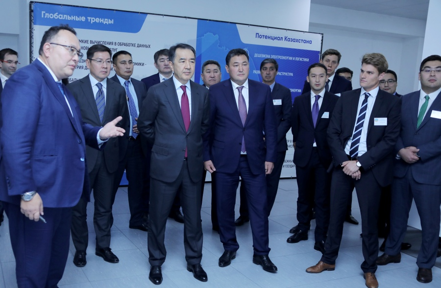 Бакытжан Сагинтаев ознакомился с работой крупнейшего в СНГ дата-центра